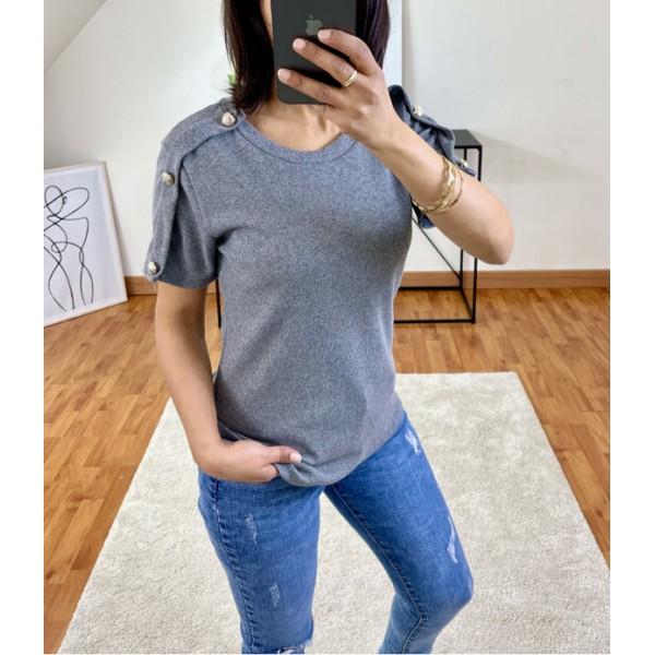 T-shirt gris à boutons sur les manches