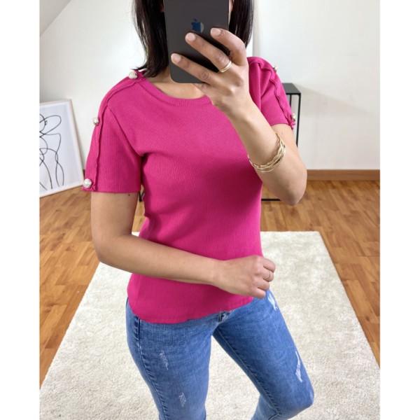 T-shirt fushia à boutons sur les manches
